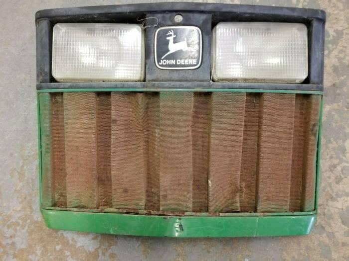 Farmland - RE63224 - John Deere GRILLE, Used