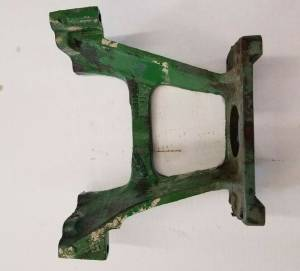 Hydraulics - Pumps - Farmland - R34358R R27480 R46774 John Deere  HYDRAULIC PUMP SUPPORT