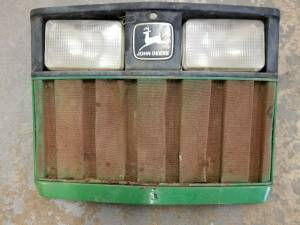 Body Parts - Farmland - RE63224 - John Deere GRILLE, Used