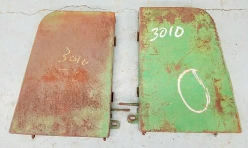 AR26498, AR26497 - John Deere SIDE PANELS SET, Used