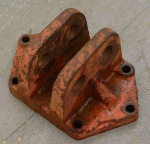 3 pt Hitch and Drawbars - Hitch Coupler - Farmland Tractor - International 3 POINT HITCH TOP LINK BRACKET, Used