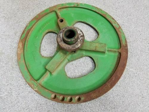 Combines - H132298 - John Deere COMBINE DRIVE PULLEY, Used